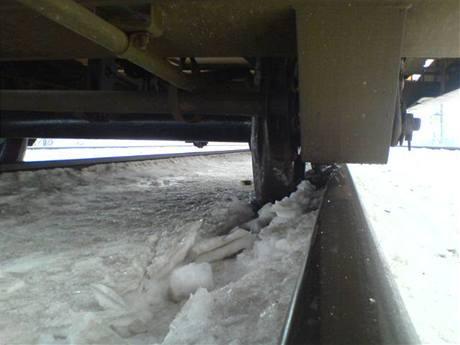 Vykolejený vagon nákladního vlaku u Přerova (22.1.2010)