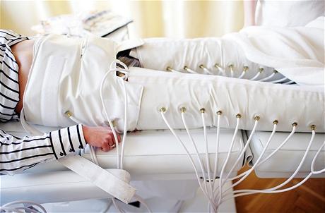 Ultrazvuková liposukce - lymfodrenáž po zákroku posiluje učinek