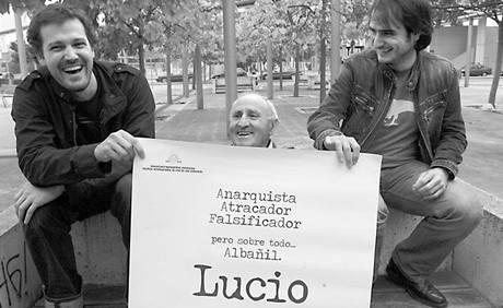 Režiséři dokumentu Mari Goenaga a Aitor Arregi, Lucio Urtubia uprostřed