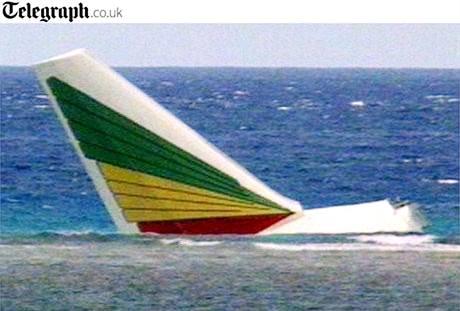 Trosky zříceného letadla u libanonského pobřeží. (25. ledna 2010)