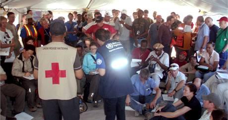 Setkání zdravotníků v Port-au-Prince. (28. ledna 2010)