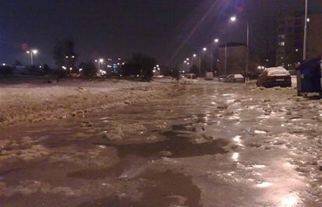 Havárie na vodním potrubí v pražských Stodůlkách