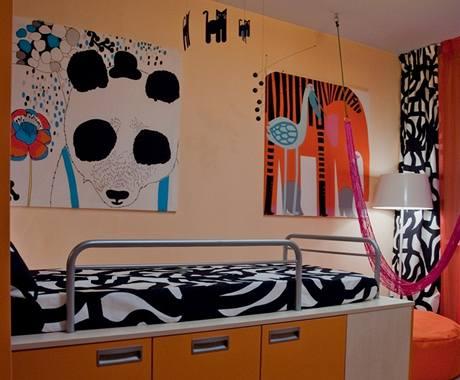 Úložné prostory se nacházejí pod celou postelí