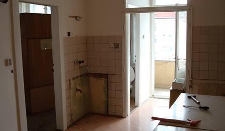 Původní kuchyně stav - vstup na balkon