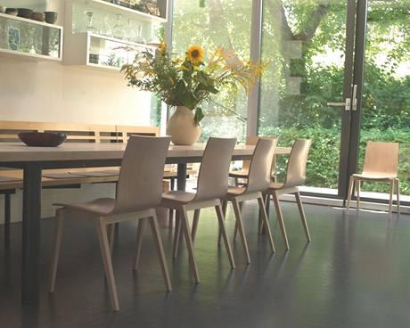 Židle Stockholm využívají českou tradici a skandinávský design