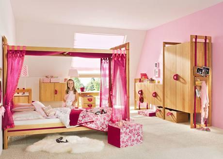 """Tento """"princeznovský"""" pokoj patřil k mála, kde se dítěti ponechávala fantazie"""