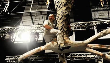 Daniel Hůlka zkouší scény ve vzduchu