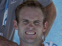 Andy Roddick si nechává masírovat ramena během čtvrtfinále Australian Open