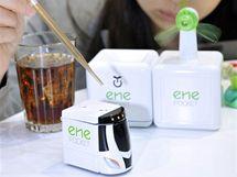 """Pasivní bio baterie SONY umí štěpit cukr ze sladkého nápoje a přetvořit ho v """"eco friendly"""" elektřinu."""