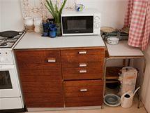 Skříňky a zásuvky ani po opravách nešly zavřít