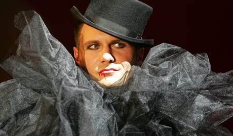 Mozartův maškarní ples v Redutě - módní přehlídka Petra Kaloudy.