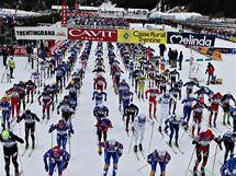 Na startu lyžařského maratonu Marcialonga se sešlo šest tisíc běžců