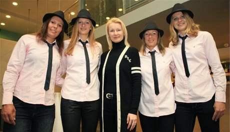 Český fedcupový tým s Janou Novotnou (uprostřed)