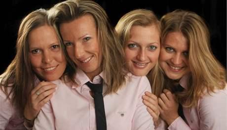 Český fedcupový tým: (zleva) Lucie Hradecká, Květa Peschkeová, Petra Kvitová a Lucie Šafářová