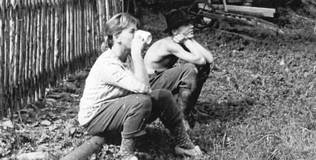 Vlasta Tesařová se synem Janem na Rabuňce o prázdninách 1969