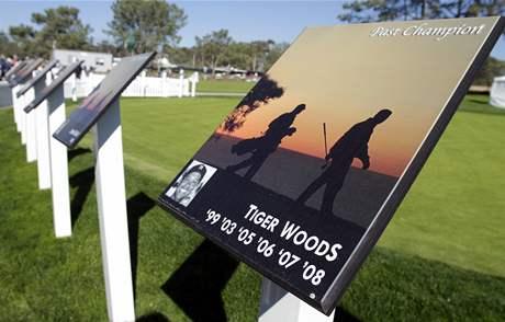 Pamětní deska k vítězstvím Tigera Woodse na turnaji v Torrey Pines.