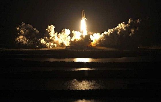 Noční start raketoplánu Endeavour (8. února 2010)