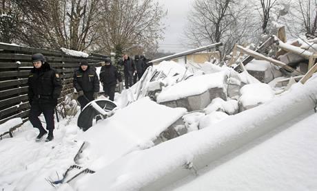 Trosky jednoho ze zbouraných domů v Rečniku