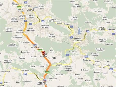 Nehoda, při níž zemřeli dva lidé, se stala mezi obcemi Jeřmanice a Rádlo.
