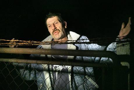 Šestačtyřicetiletý Štefan Rolník z Loučovic na Českokrumlovsku je historicky prvním člověkem v Česku, který si odpykává trest domácího vězení. Ten mu začal běžet prvního února.