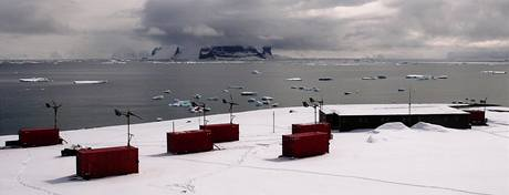 Celkový pohled na českou vědeckou stanici J. G. Mendela na ostrově Jamese Rosse na Antarktidě