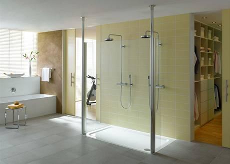 Velký sprchový kout mohou používat dva lidé najednou, což bývá výhodné zejména v ranním spěchu