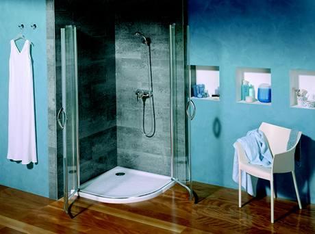 Čtvrtkruh bývá velmi oblíbený zejména do menších koupelen