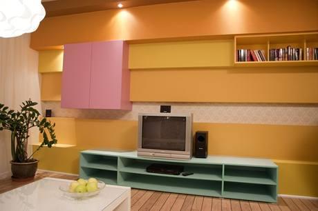 Do obýváku zvolili designéři netradiční kombinaci barev, výsledek vypadá hodně překvapivě