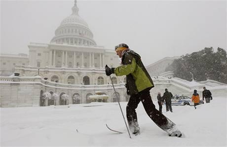 Vášniví běžkaři si mohli vyrazit i před Kapitol, sídlo amerického Kongresu (6. února 2010)