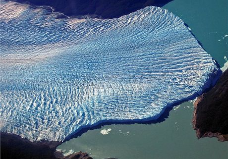 Ledovec Perito Moreno v roce 2004 těsně před rupturou