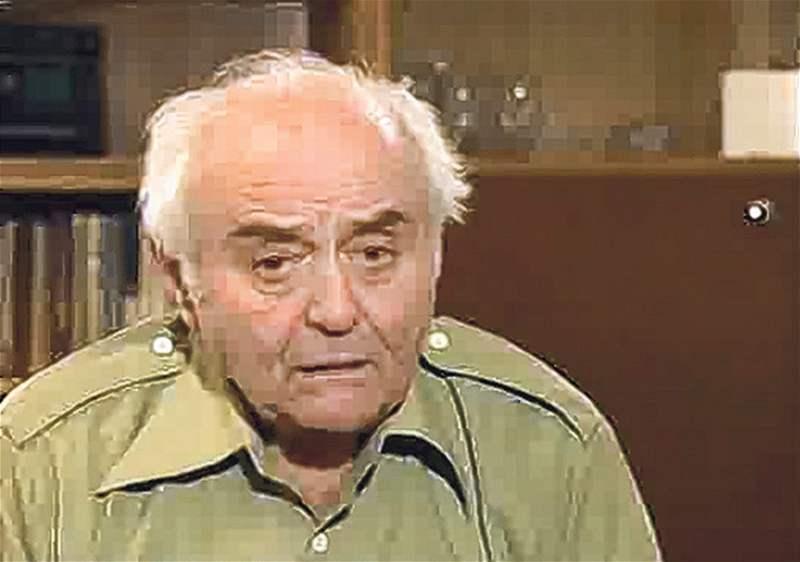 """Bratr Marty Kottové, Viktor Laš   (*1923 - +2006), byl deportován do Terezína v prosinci 1941. Byl jedním z 36 mužů, kteří z Terezína odjeli do Lidic pochovávat po vyvraždění lidické muže. A s nimi putoval i rozkaz, že nikdo z nich nesmí přežít. Stal se tak unikátním svědkem nacistického barbarství. Laš z posledního pracovního tábora utekl. Po válce usvědčoval jako jediný svědek příslušníky SS, kteří tvrdili, že v Lidicích nebyli.  Napřed se ale od rodiny odloučil její starší bratr, do Terezína jej deportovali na konci roku 1941. Rodiče s Martou pak odešli v roce 1942. V koncentračním táboře v Terezíně byla s rodiči do podzimu 1944. V září je převezli do Osvětimi. """"Tehdy jsem své rodiče viděla naposledy,"""" zavzpomínala žena."""