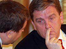 Předseda Sněmovny Miloslav Vlček a předseda Poslaneckého klubu ODS Petr Tluchoř na mimořádné schůzi dolní komory parlamentu. (9.2.2010)