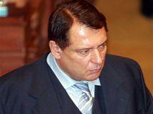 Předseda ČSSD Jiří Paroubek na mimořádné schůzi Poslanecké sněmovny. (9.2. 2010)