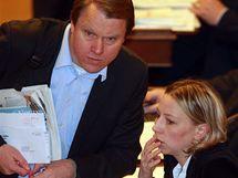 Martin Bursík a Kateřina Jacques (oba SZ) na mimořádné schůzi Poslanecké sněmovny. (9.2. 2010)
