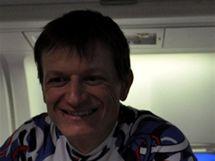 Sdruženář Pavel Churavý na palubě speciálu směr Vancouver