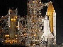 Raketoplán Endeavour je připravený ke startu. První pokus ale překazilo špatné počasí. (6. února 2010)