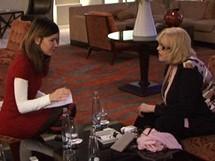Francouzská herečka Michele Mercierová a redaktorka iDNES.cz Tereza Spáčilová při rozhovoru v hotelu Kempinski