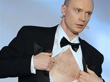 Moderátor Českých lvů Jan Budař odhaluje ňadro