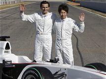 Představení nového vozu BMW-Sauber, zleva: Pedro de la Rosa, Kamuj Kobajaši