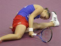 NEPŘÍJEMNÝ PÁD. Lucie Hradecká se při fedcupovém duelu ocitla na zemi.