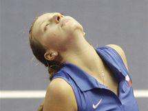ZKLAMANÁ. Česká tenistka Petra Kvitová při fedcupovém utkání bitvu proti německé soupeřce Anně-Leně Grönefeldové.