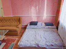 Postel nahradily matrace položená volně na podlaze