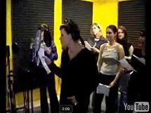 Sn�mek z unikl�ho propaga�n�ho videoklipu obchodn�ho �et�zce Auchan