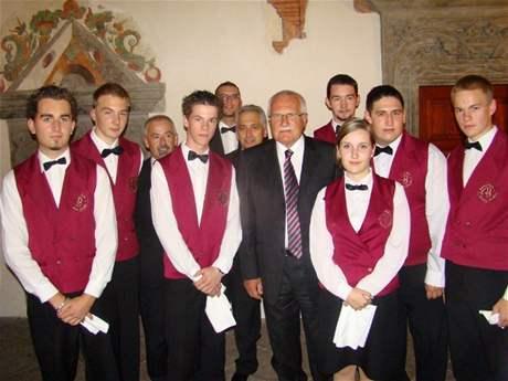 Studenti Hotelové školy Bohemia Chrudim s Václavem Klausem