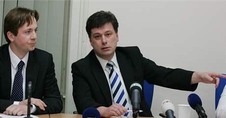 Mimořádná TK Jihomoravské ODS kvůli korupční kauze Kvapil-Novotný. Na snímku Pavel Blažek (vpravo) a (vlevo) Robert Kotzian.