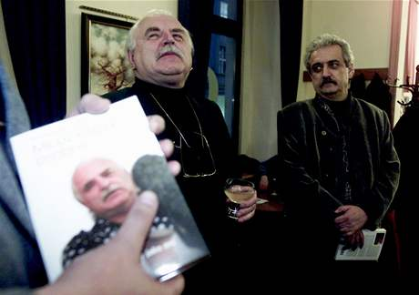 Ředitel Národní galerie Milan Knížák a ministr kultury Pavel Dostál při křestu knihy Milan Knížák osobně; Praha, rok 2003
