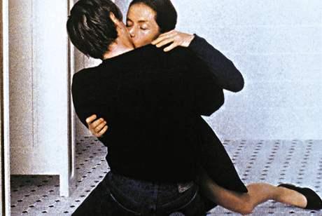 Z filmu Pianistka Michaela Hanekeho Pianistka (2001) podle prózy E. Jelinekové - Zralá třicátnice a brilantní profesorka klavíru Erika Kohut (Isabelle Huppert) se spouští s talentovaným studentem Walterem (Benoît Magimel)