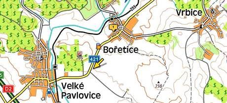 Popelářský vůz, který jel od Velkých Pavlovic do Bořetic, narazil do auta, které mu vjelo do protisměru. Jeho řidič na místě zemřel