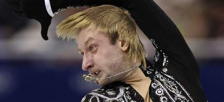 VLÁDCE. Jevgenij Plušenko na olympiádě opět ohromuje svým krasobruslařským uměním.