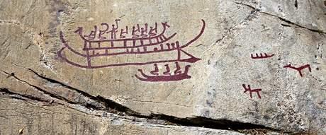 Prehistorické skalní kresby vikingských lodí ve švédkém Tanumu. Ilustrační foto.